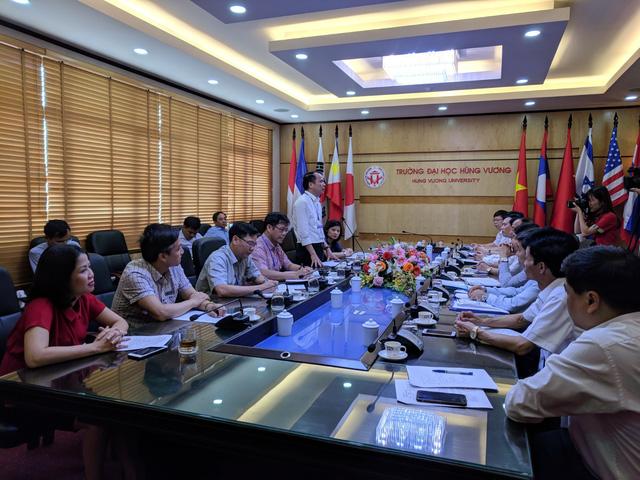 Thứ trưởng Phạm Mạnh Hùng làm việc với Ban chỉ đạo thi tại tỉnh Phú Thọ